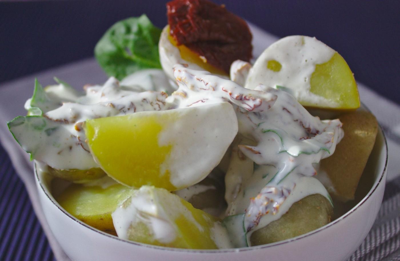 Włoska sałatka ziemniaczana z suszonymi pomidorami