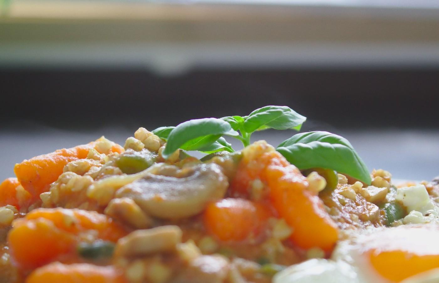Wegetariańskie kaszotto – kasza gryczana w pomidorach