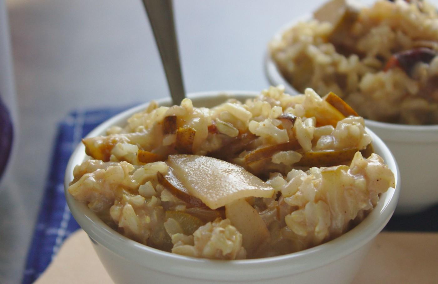 Cynamonowa ryżanka z gruszką
