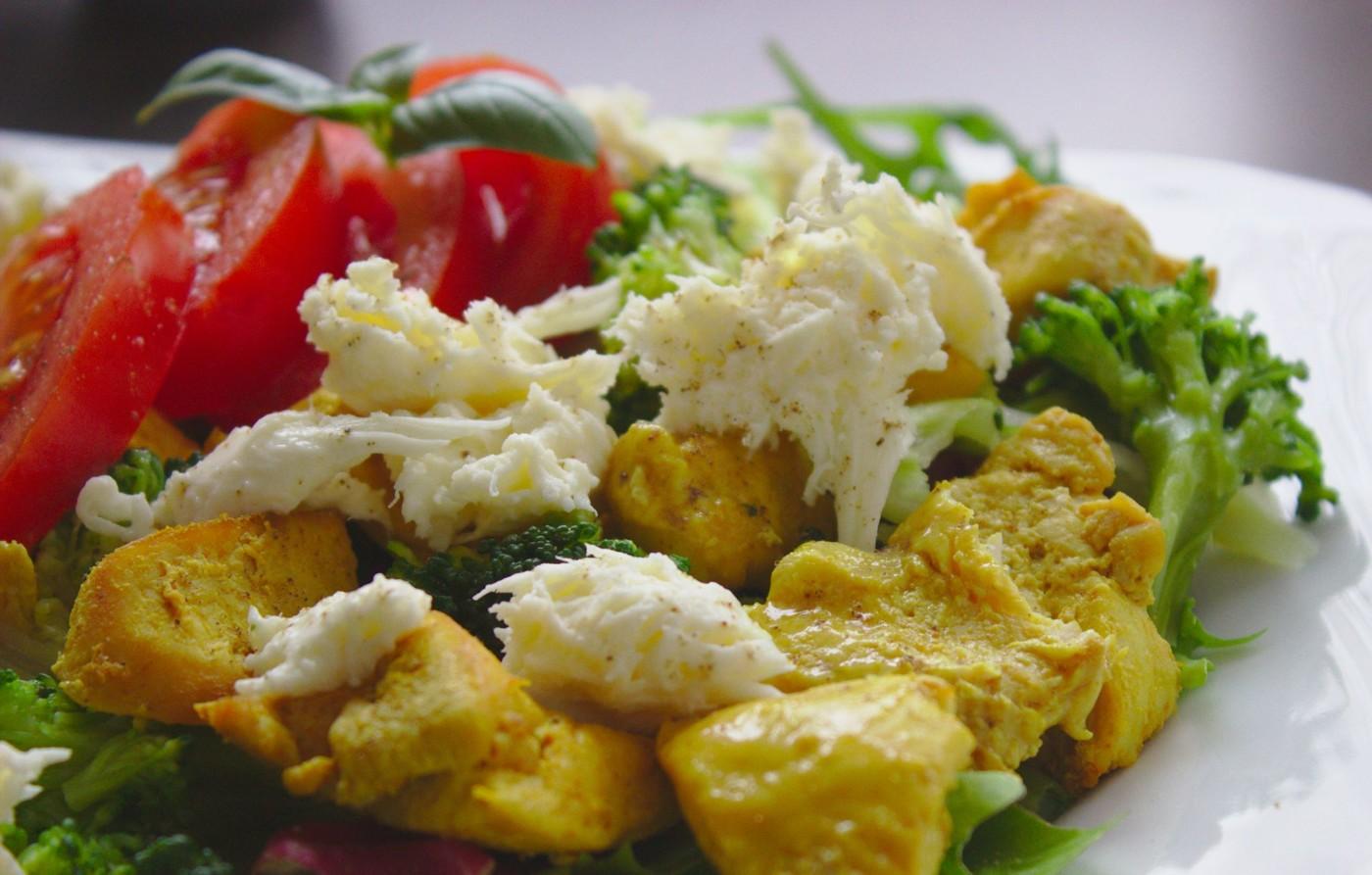 Szybka i zdrowa sałatka z kurczakiem