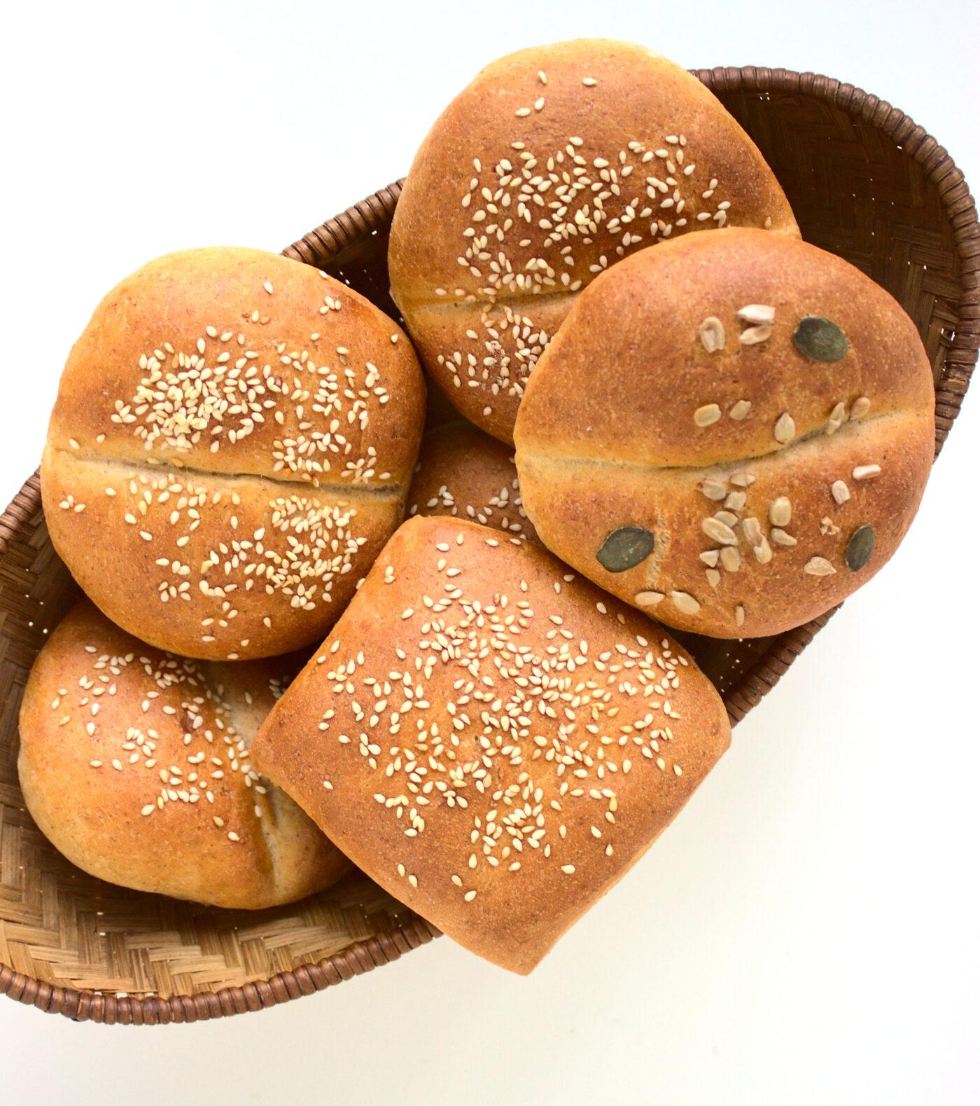 Bułeczki pszenno-żytnie z ziarnami