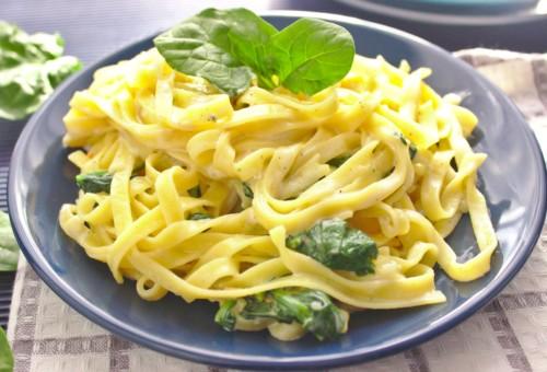 Makaron tagliatelle z gorgonzolą i szpinakiem