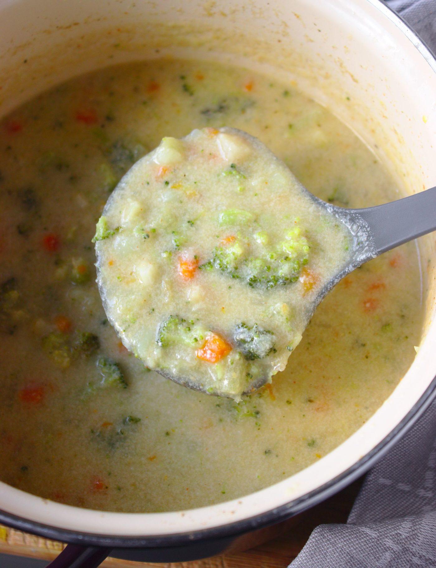 Zupa brokulowa z parmezanem