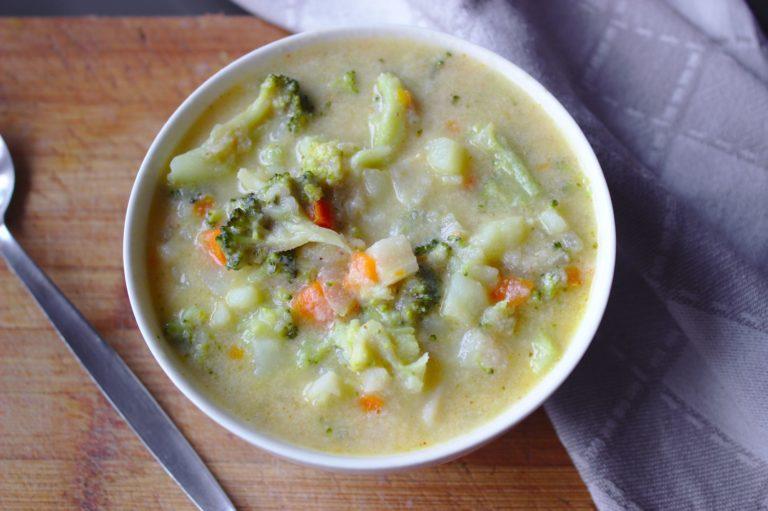 Zupa brokułowa z parmezanem
