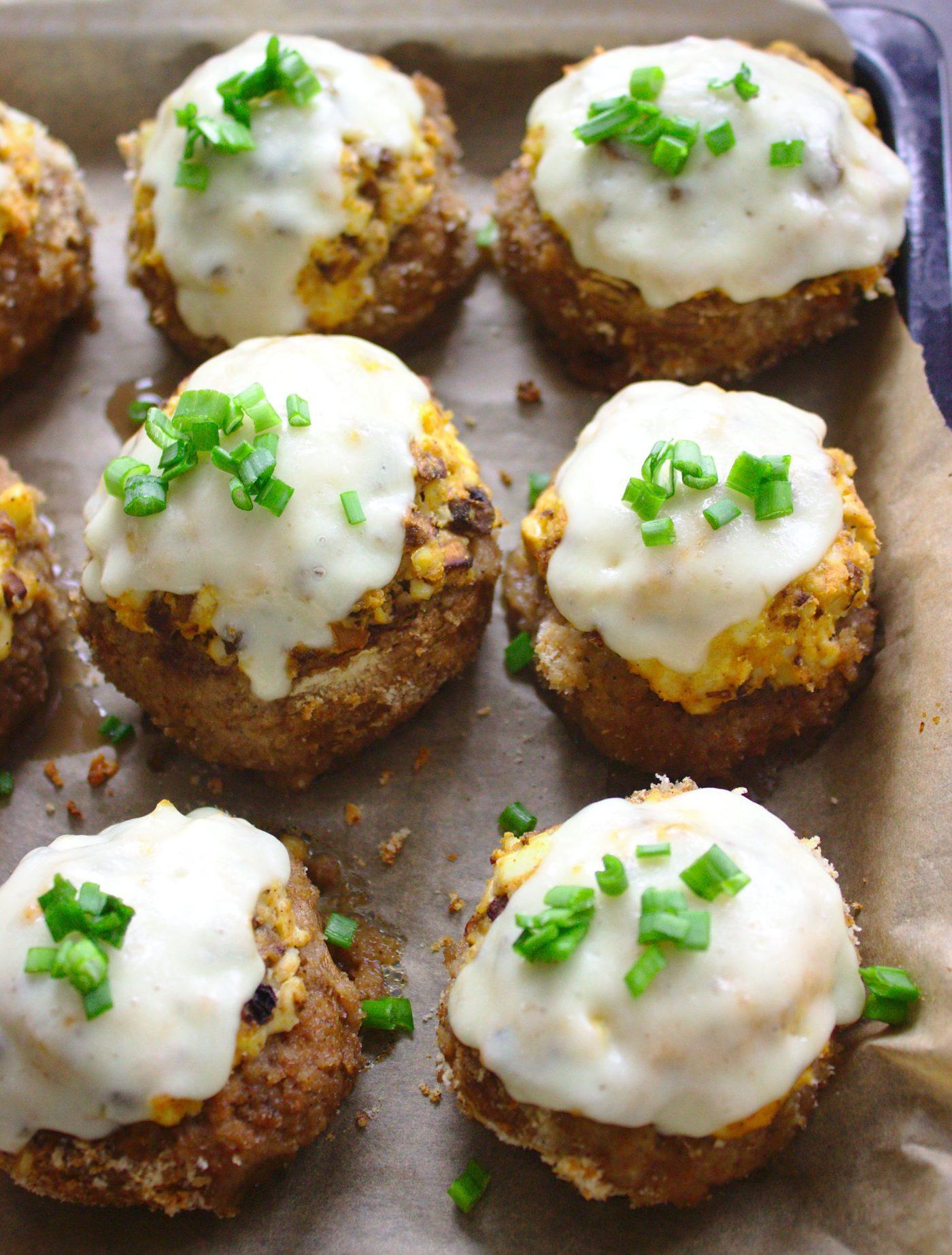 Pieczarki faszerowane jajkiem i serem żółtym
