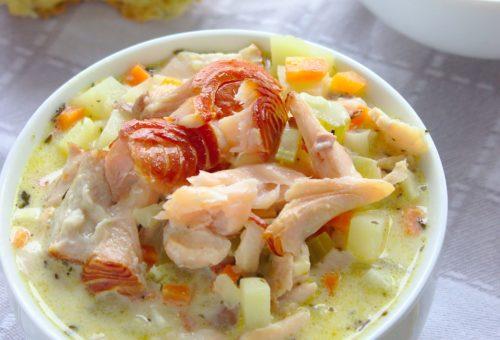 Kremowa zupa chowder z łososiem wędzonym