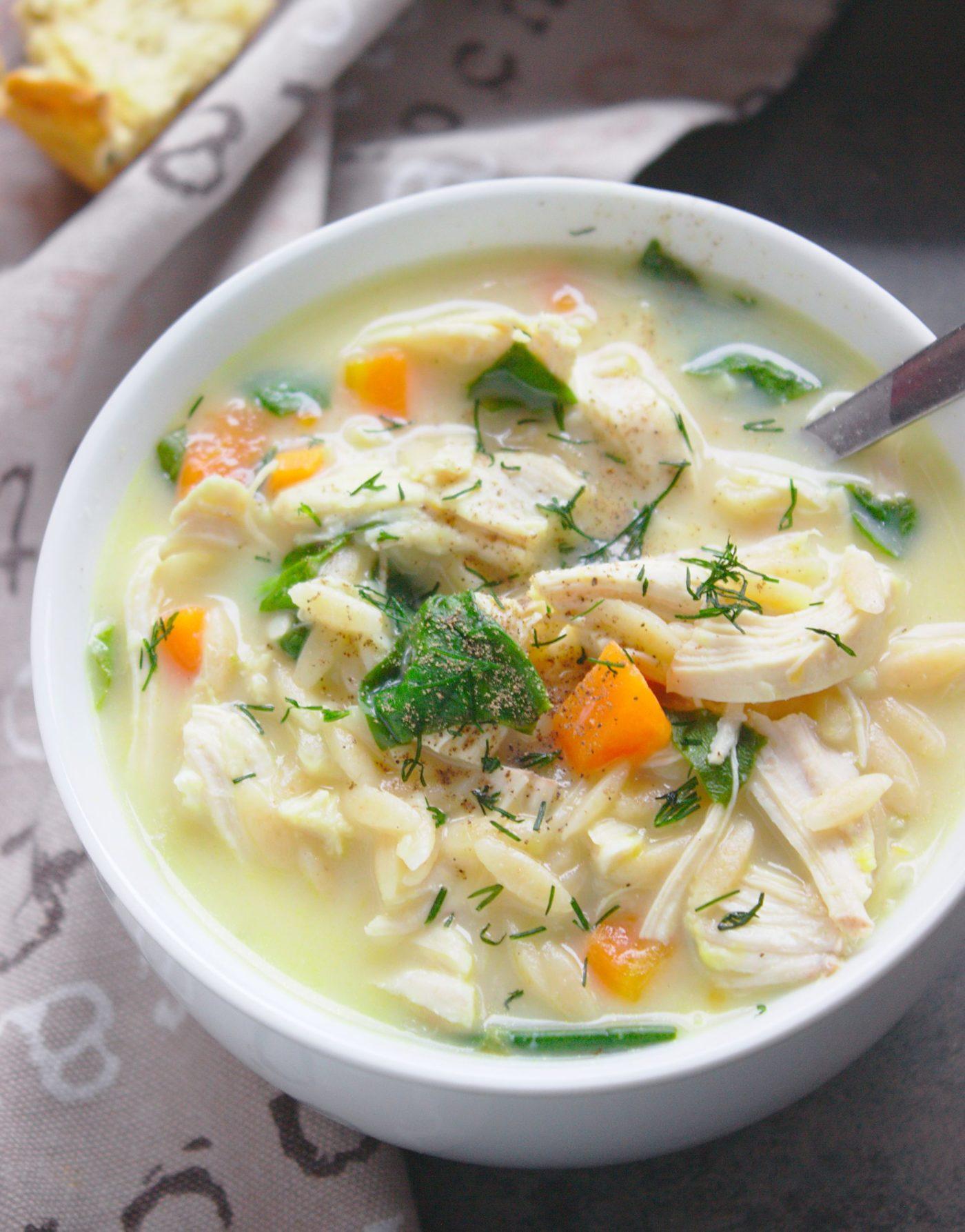 Zupa cytrynowa z kurczakiem i makaronem orzo