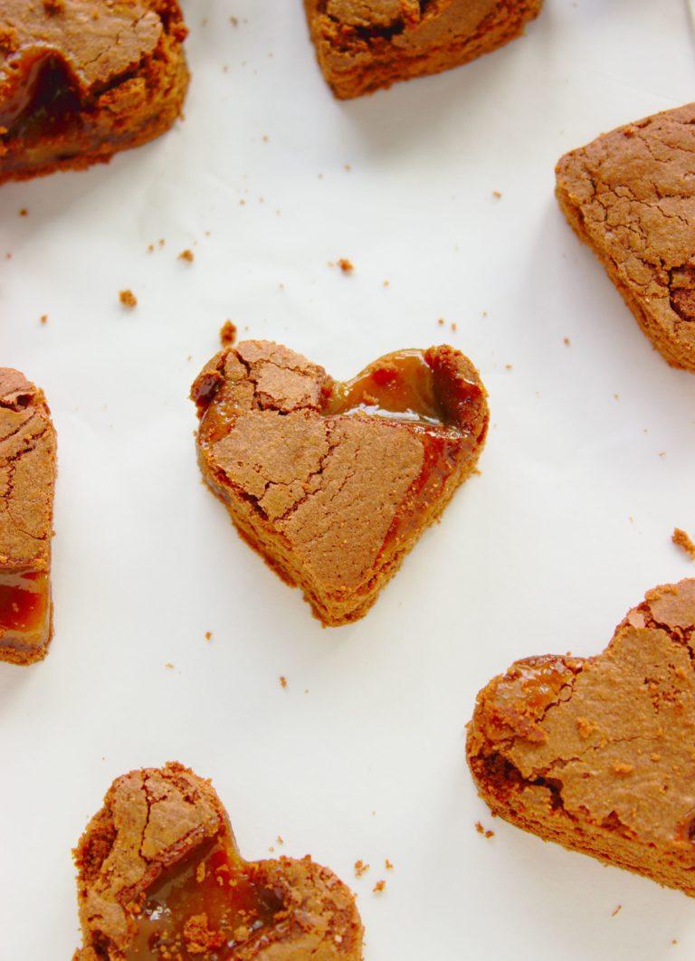 Ciasteczka brownie z solonym karmelem