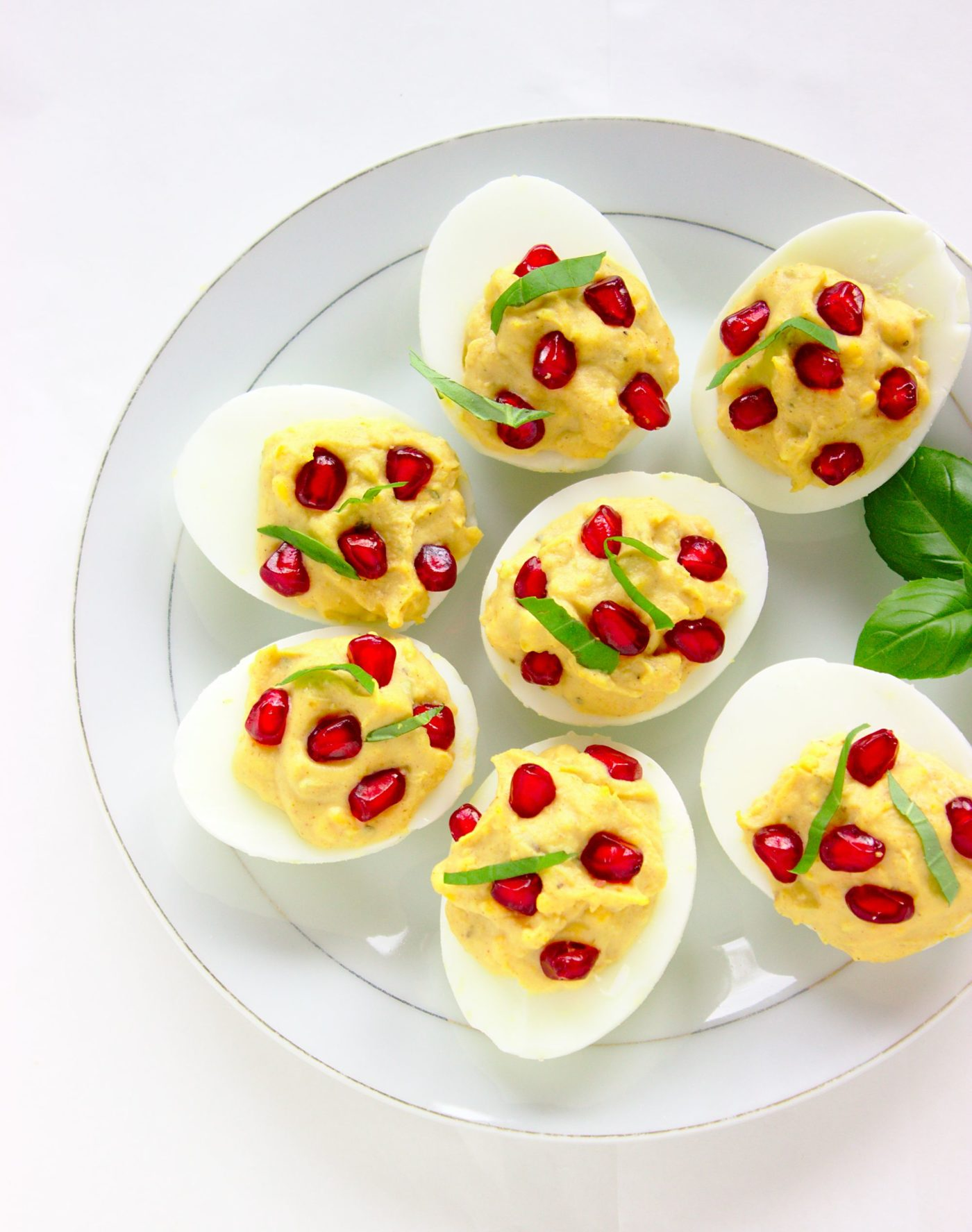 Jajka faszerowane z granatem i bazylią na wigilię
