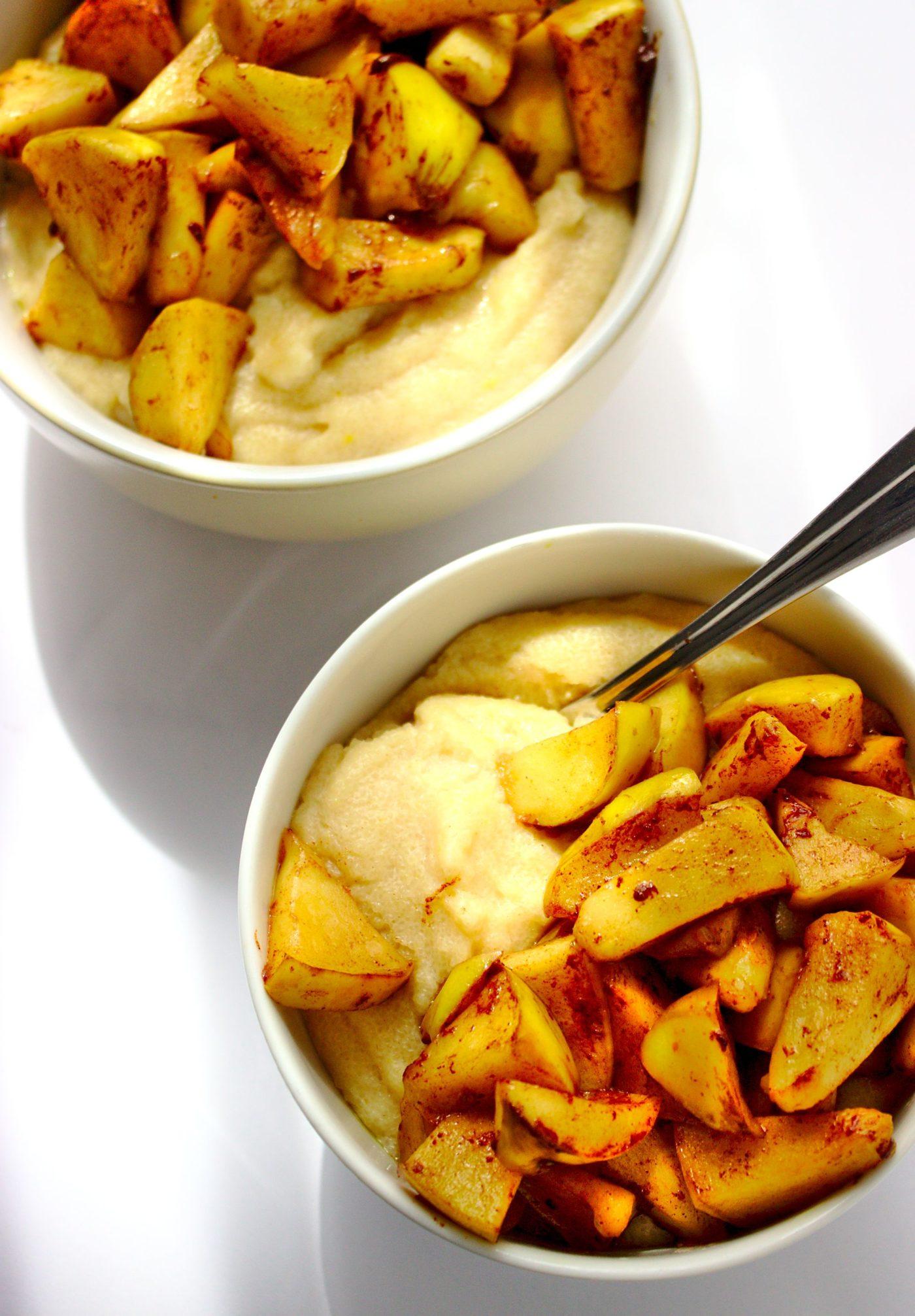 Fit kasza manna o smaku szarlotki. Zdrowy deser z jabłkami