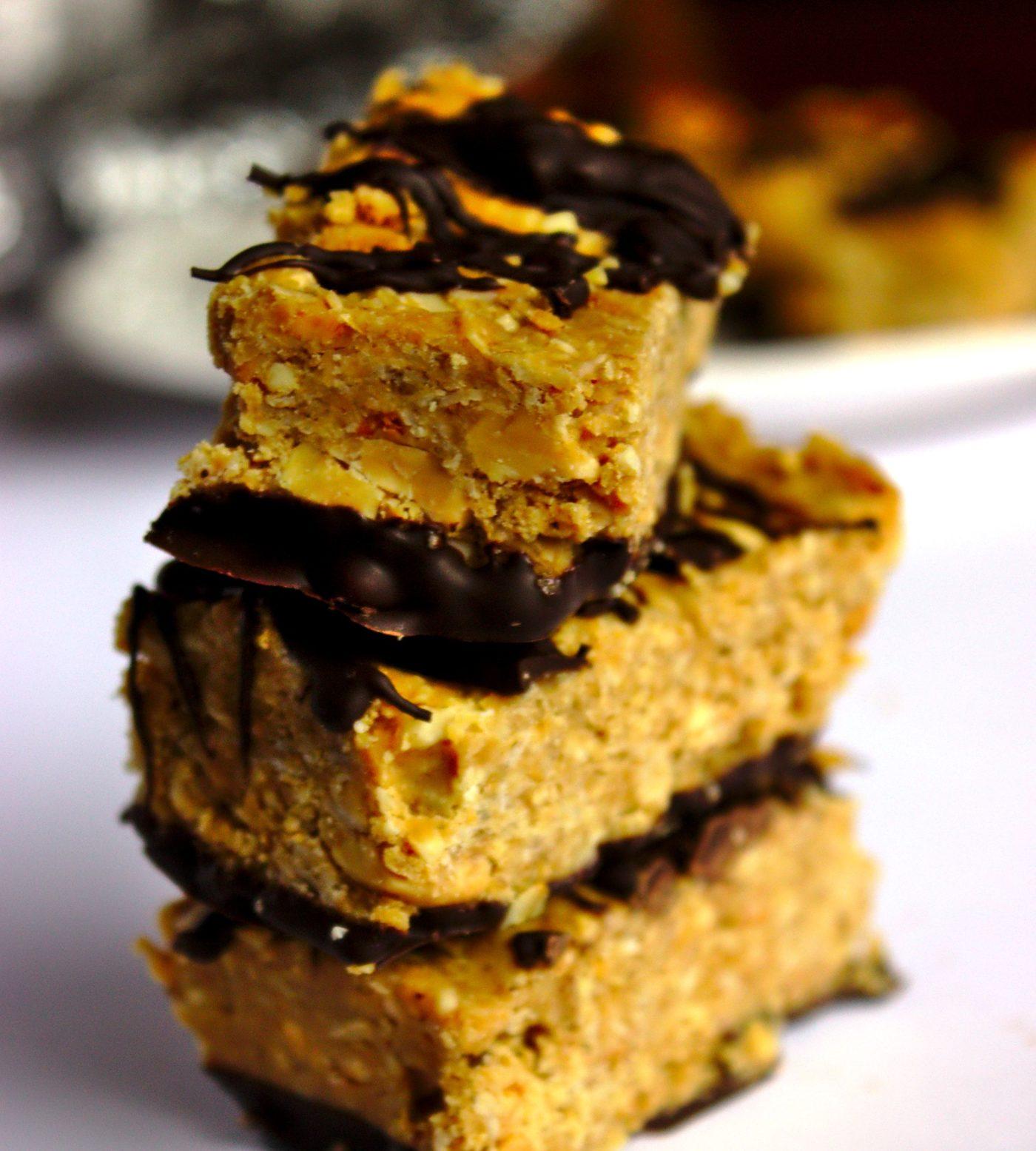 Najlepsze domowe zdrowe fit batony owsiane z masłem orzechowym oblane czekoladą