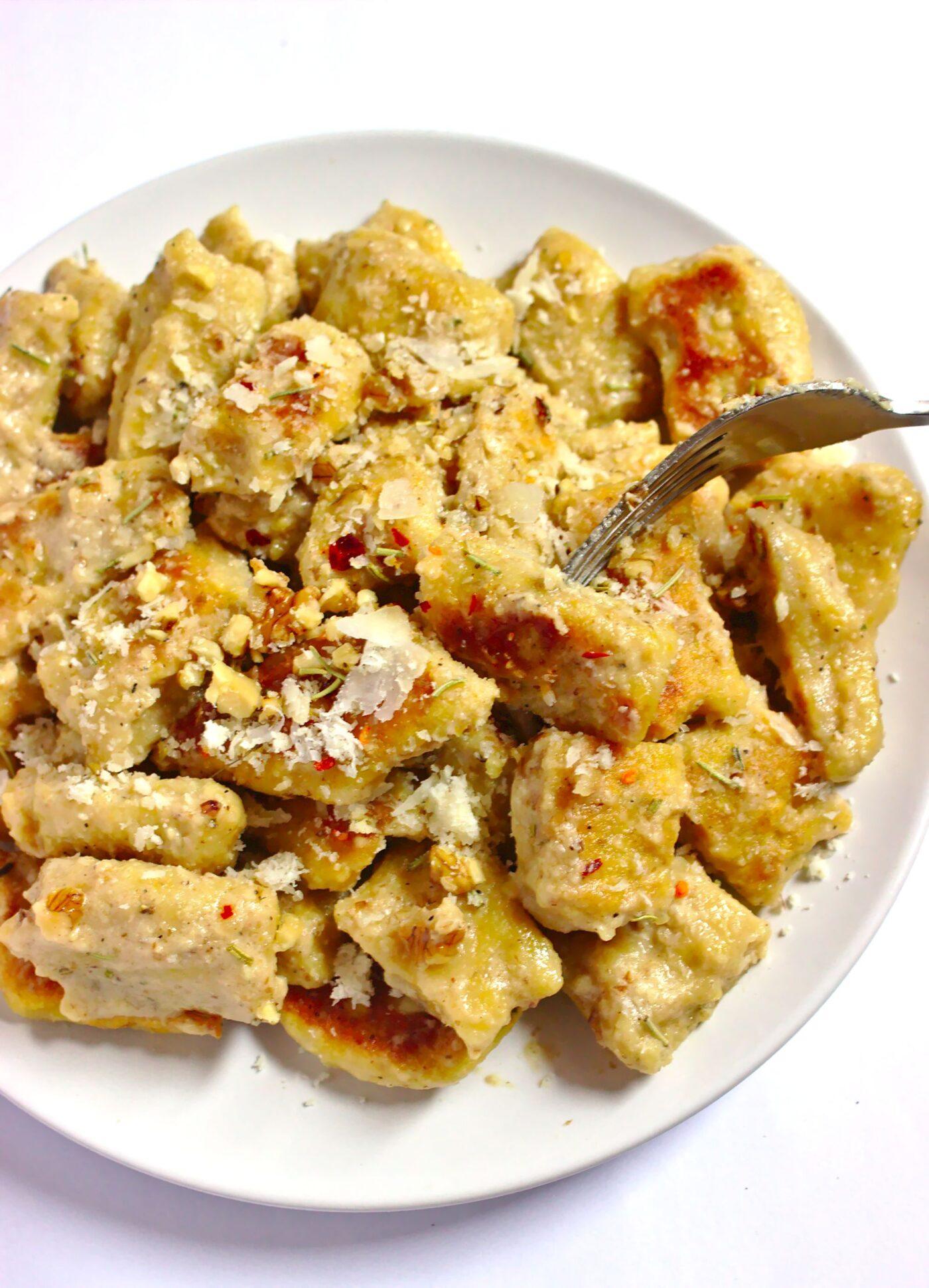 Gnocchi dyniowe z maślanym sosem i orzechami