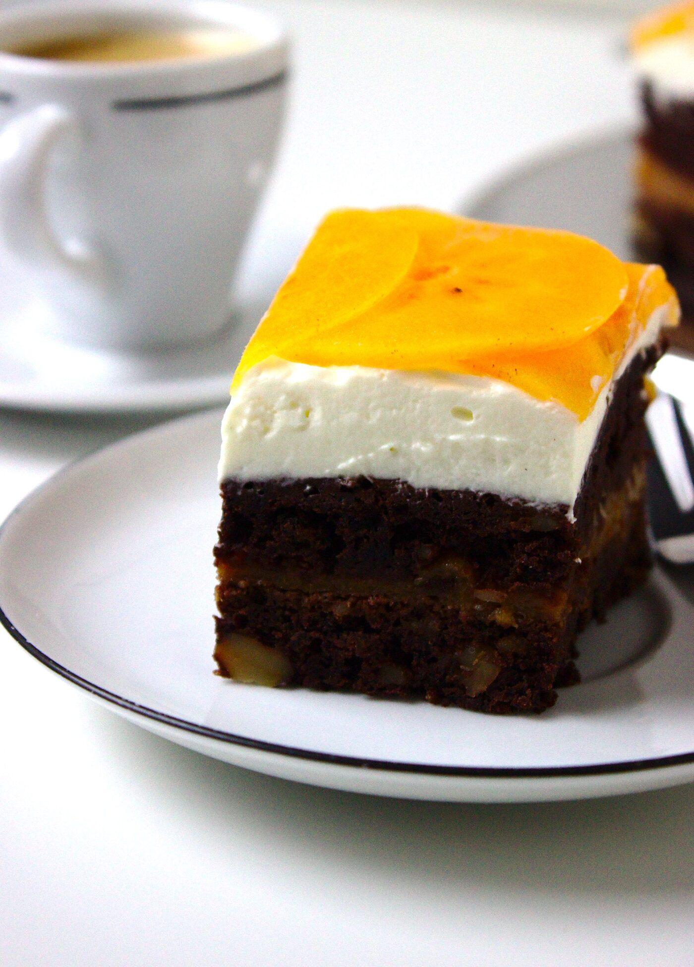 Wilgotne ciasto czekoladowe z persymoną