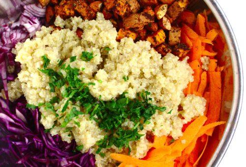 Wegańska tajska sałatka z komosą ryżową