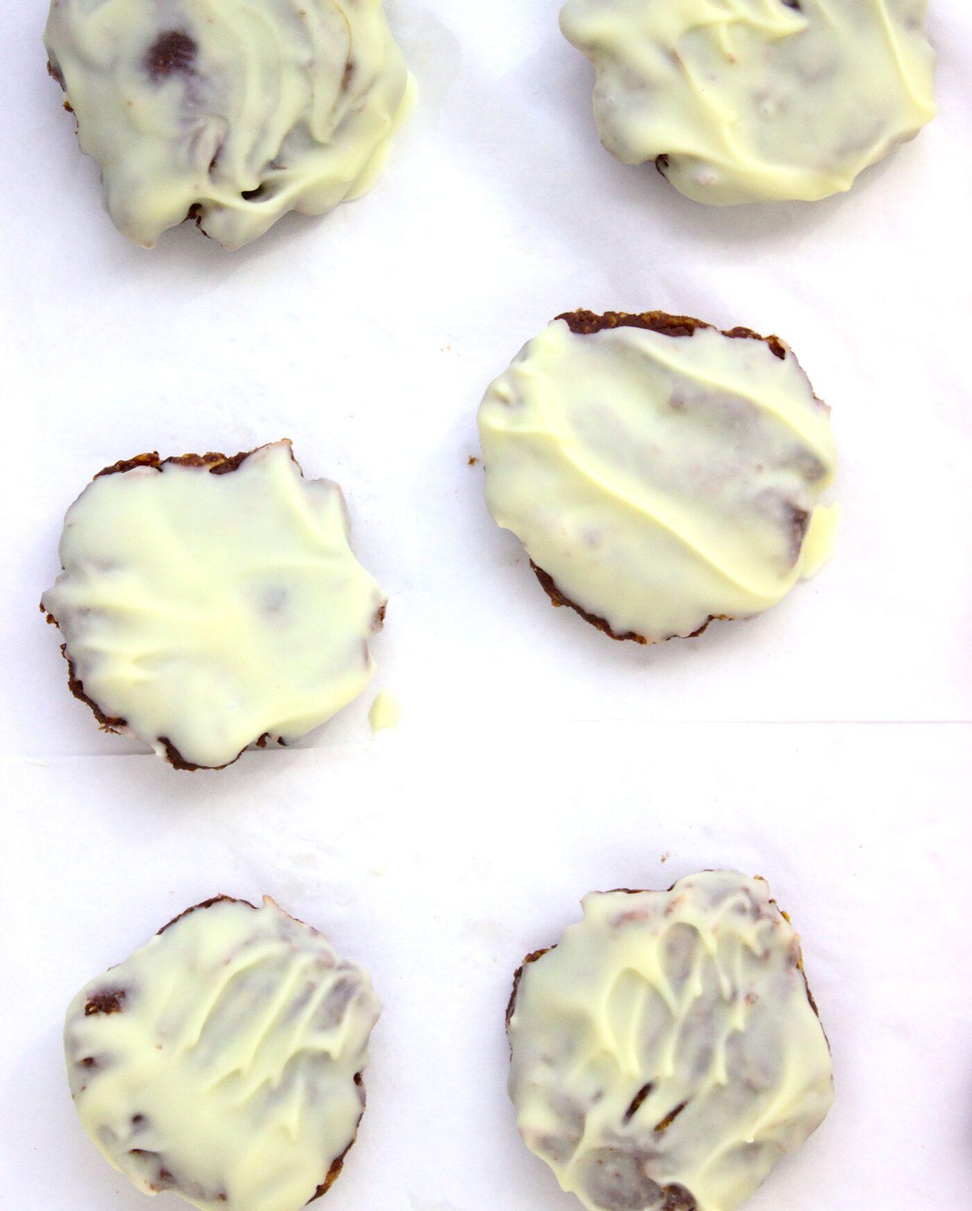 Ciasteczka kukurydziane z orzechami i twarogiem bez pieczenia