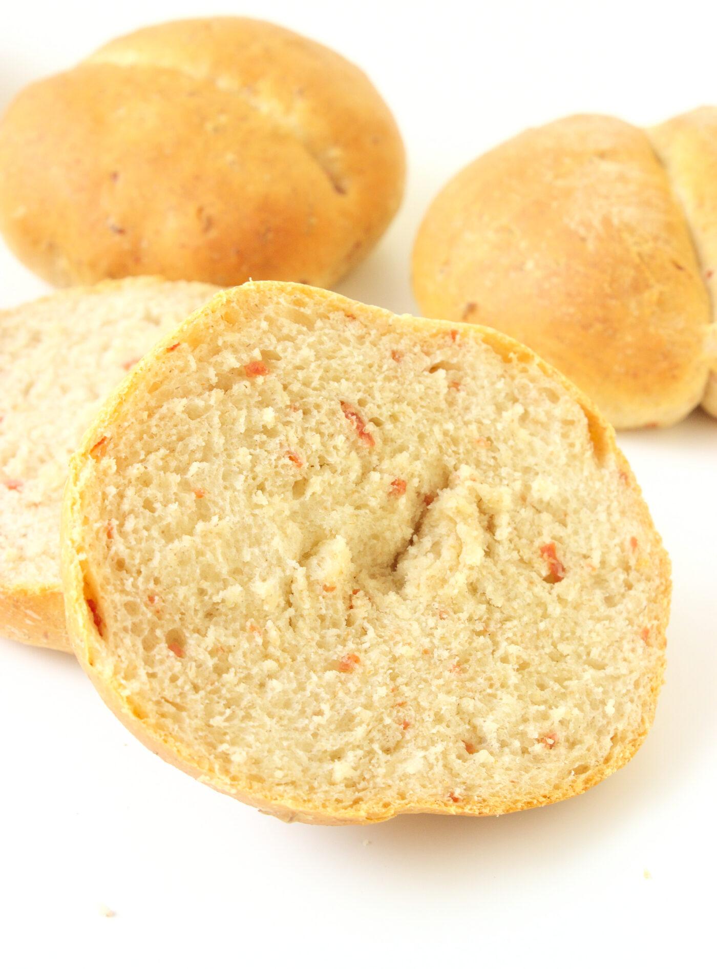 Bułki pszenno-żytnie z salami